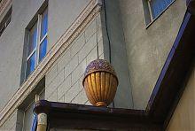 Одно из украшений восточного фасада харьковского ЦУМа