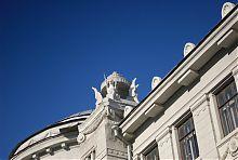 Грифони на даху Мечниковського інституту