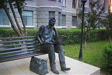 Пам'ятник студенту-програмісту біля ХНУРЕ в Харкові