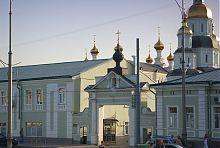 Парадные врата харьковского Свято-Покровского монастыря