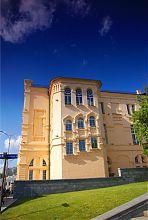 Южное крыло исторического музея в Харькове