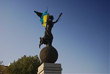 """""""Летящая Украина"""" памятник независимости в Харькове"""