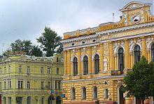 Ліве крило центрального фасаду Земельного банку А.К. Алчевського