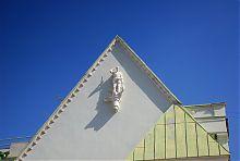 Скульптура Гермесу на фронтоні ризалита особняка Гольберга