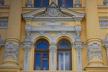 Портал центрального входу університету мистецтв в Харкові