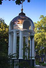 Дзвіниця в харківській садибі Алчевських