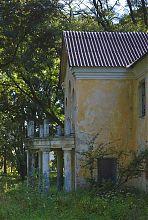 Портал центрального входу з балконом садиби Вільгів