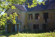 Центральный фасад флигеля-дворца имения Вильгов