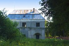 Північний фасад надбрамного корпусу садиби в Голобах