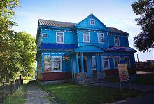 Центральный фасад здания волостного правления в Голобах