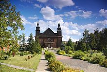 Центральний фасад ковельського костелу Успіння Діви Марії