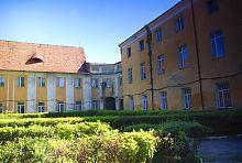 Внутрішній двір замку Радзивіллів в Олиці