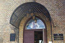 Центральний вхід лютеранської кірхи Володимира