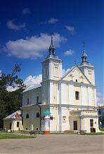 Західний і південний фасади костелу святих Іоакима і Анни Володимир-Волинського