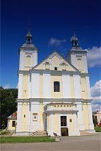 Центральний фасад католицького храму Іоакима і Анни