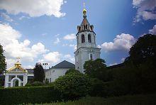 Дзвіниця Успенського Святогорського монастирського комплексу в Зимньому