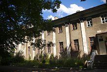Центральний фасад палацу Потоцьких в Бродах