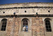Аттик восточного фасада синагоги в Бродах