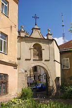 В'їзна арка львівського бенедиктинського монастиря