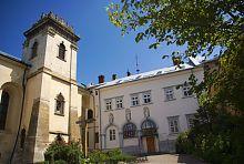 Вежа і келійний корпус монастиря сестер-бенедиктинок у Львові