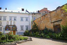 Внутрішній монастирський двір львівських бенедиктинок