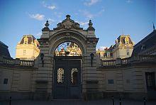 Парадные врата львовского дворца Потоцких