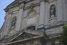 Верхній ярус центрального фасаду костелу кармеліток босих