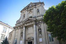 Центральний фасад костелу Стрітення Господнього монастиря кармеліток босих