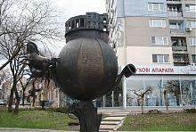 Памятник апельсину и императору Павлу I