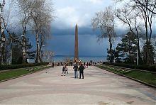 Алея Слави в парку Шевченка Одеси з пам'ятником невідомому матросу
