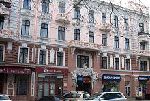 """Бічний вхід одеського торгово-готельного комплексу """"Пасаж"""""""