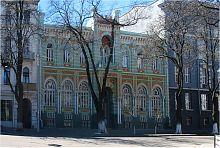 Центральный фасад водолечебницы с санаторием Валиха