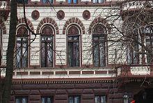 """Декор центрального фасаду готелю """"Лондонський"""" в Одесі"""