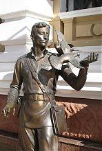 """Пам'ятник головному герою серіалу """"Ліквідація"""" Давиду Гоцману в Одесі"""