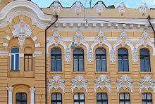 Ліпний декор верхніх житлових поверхів будинку по Рішельєвській 24 в Одесі
