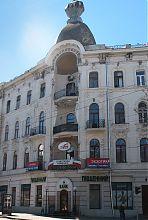 Угловая ниша доходного дома Инбера на Елизаветинской