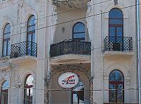 Кариатиды балкона третьего яруса доходного дома Инбера