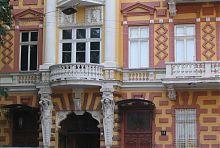 Атланты центрального ризалита дома Заблудовского