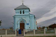 Центральний вхід Різдвяно-Богородичного храму Новопилипівки