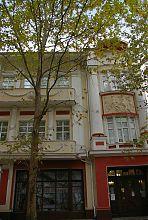 Ризалит центрального входа Мелитопольского краеведческого музея