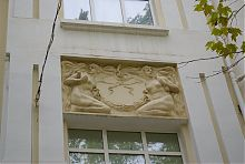 Нимфы на фасаде дома Черникова в Мелитополе