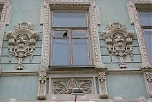 Маскароны на фасаде доходного дома И.А. Минаша