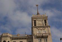 Вежа-ризаліт західного будинку зі шпилем в Маріуполі