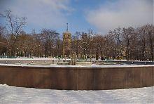 Будинки зі шпилем з боку скверу Драмтеатру