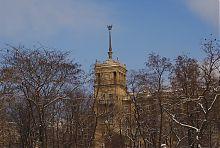 Вежа східного корпусу Будинків зі шпилем