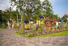 Детская площадка в Театральном сквере Мариуполя