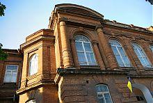 Колонный портик ризалита центрального фасада гимназии