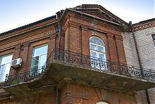 Балкон второго этажа мужской гимназии в Мариуполе