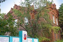 Західний фасад центру професійно-технічної освіти в Маріуполі