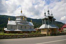 Надвратная колокольня Троицкого храма в Микуличине